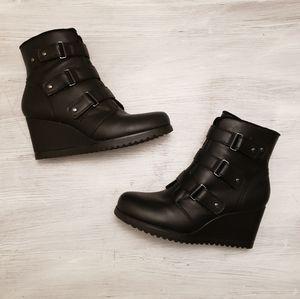 Khombu Black Ankle Wedge All Weather